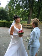 Nevěsta se svědkyní