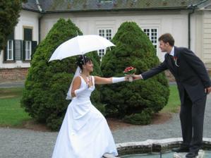 Kapky štěstí jsem odháněla deštníčkem