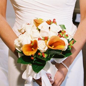 12. oktober 2007 - pekna jesenna kyticka, ja rozmyslam nad kombinaciou smotanovych a oranzovych tulipanov, aj ked oktober nie je ich sezona ... :o(