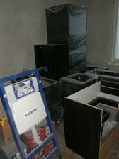 skladisko, aj kuchyna uz caka na montaz