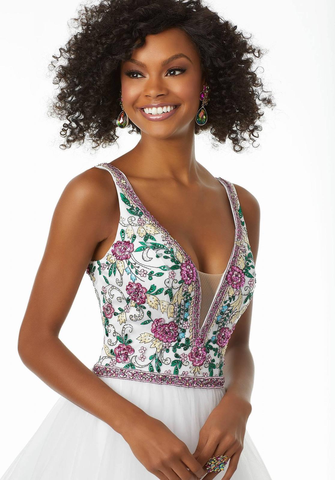 Nové společenské šaty - Obrázek č. 1