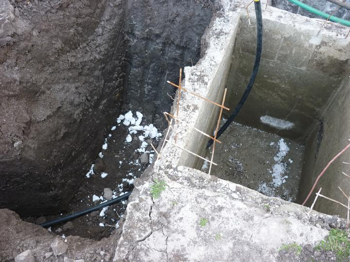 Náš domec - začali nám kopať zemné kolektory a tepelné čerpadlo