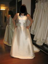 Vybrala jsem si tyto svatební šaty. Co na ně říkáte?