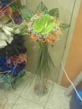 kytičku si navrhuji sama :-)...musí to být zelená anturka, a kvuli miláčka i něco oranžového :-)