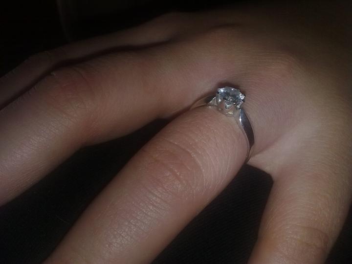 Lucka a Tomáš 3.9.2011 - moj zasnubny prstienok...