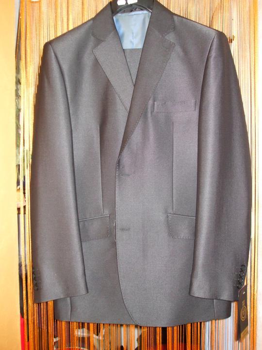 Lucka a Tomáš 3.9.2011 - svadobny oblek mojej polovicky..