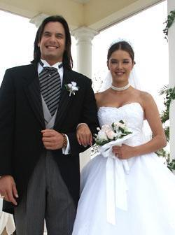 Svatby z filmů :) - Divoká kočka » Rosaura a Luis Mario svatba v kostele