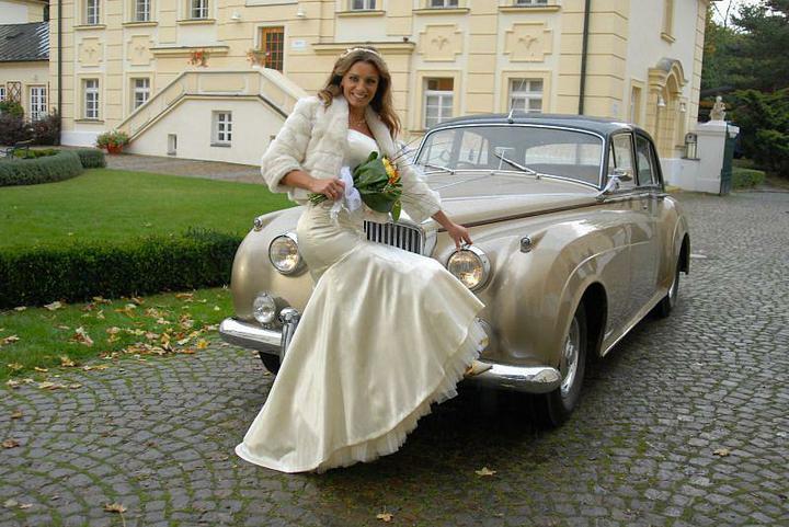 Svatby z filmů :) - Rodinná pouta - celé šaty