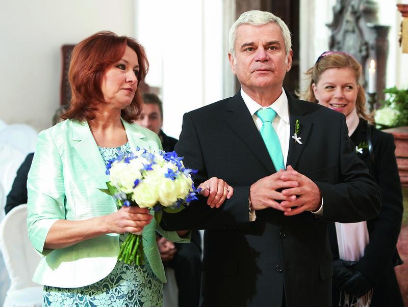 Svatby z filmů :) - Ordinace v růžové zahradě (Běla Páleníková a Eduard Valšík)