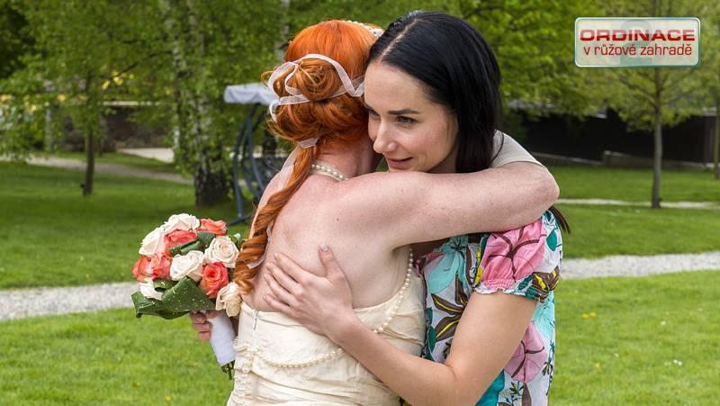 Svatby z filmů :) - Ordinace v růžové zahradě 2 (Babeta - účes)