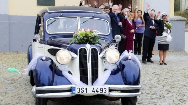 Svatby z filmů :) - Ordinace v růžové zahradě 2 (Gábina a Filip) auto