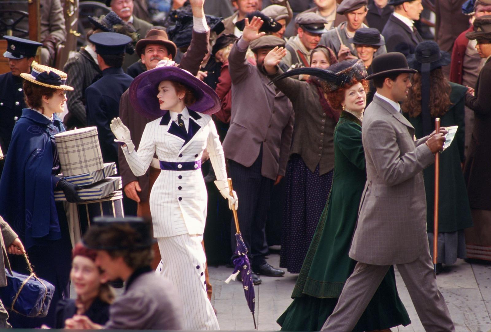 Krásné šatičky z filmu a pohádky - Titanic - videt celé šaty