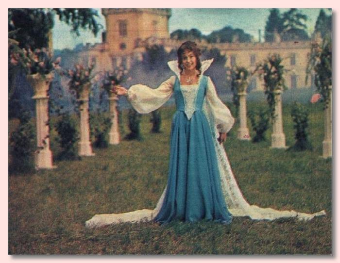 Krásné šatičky z filmu a pohádky - Obrázek č. 18