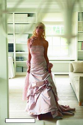 Svatební šaty - růžové i červené až do bordó - Obrázek č. 47