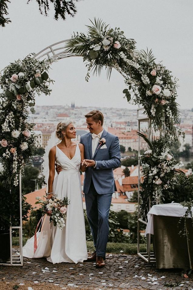 Svatby z filmů :) - Svatba na prvni pohled (sice ta svatba je doopravdy ale nepřijdou mi jako celebrity tak jsem ti dala do tohoto alba) :)D