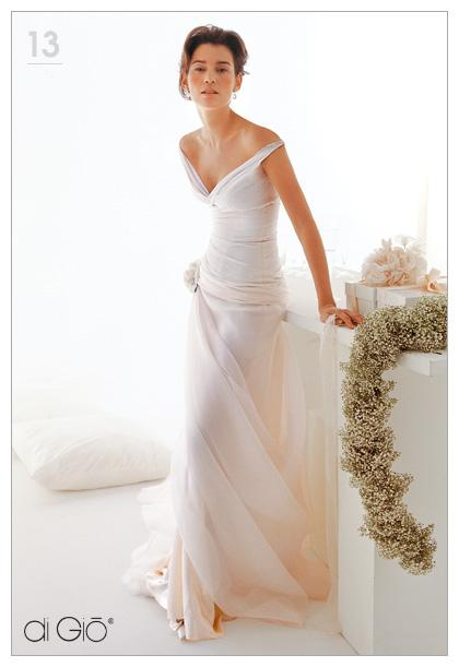 Inspiracie - svadobne saty - Le Spose di Gio - Classic 13 - padajuce ramienka su super zvodne, ale asi by ma iritovali. jest by sa v nich asi tiez poriadne nedalo
