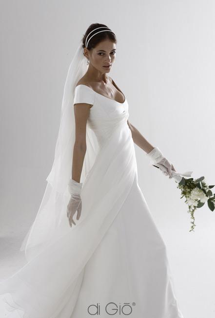 Inspiracie - svadobne saty - Le Spose di Gio - collection 2011 - 9 - tieto su skvele. dvojita celenka vyzera krasne, uz len nieco jemne na krk a vymenit kyticu