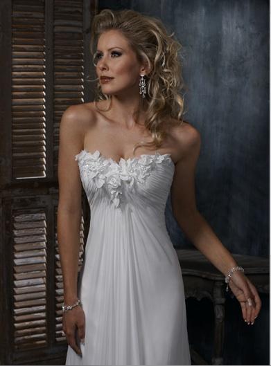 Inspiracie - svadobne saty - Maggie Sottero - Carmella A - satky na letnu svadbu na luke alebo plazi. len ta modelka je strasna....