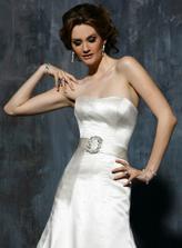 Maggie Sottero - Janet A - moderna klasika co nemoze nic pokazit. cista elegancia. takto si predstavujem elegantnu nevestu z hornych desattisic :D