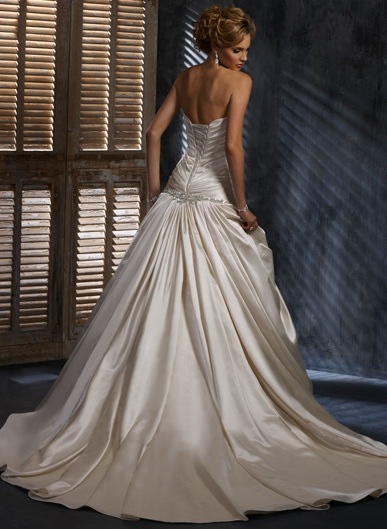 Inspiracie - svadobne saty - Maggie Sottero - Simone C - krasna sukna, chce to trochu vyraznejsie nausnice a sperk dozadu do vlasov