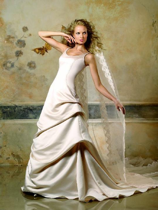 Inspiracie - svadobne saty - Pronovias 2007 - Lieja B - bude to chciet drobne upravy a hlavne sikovnu krajcirku
