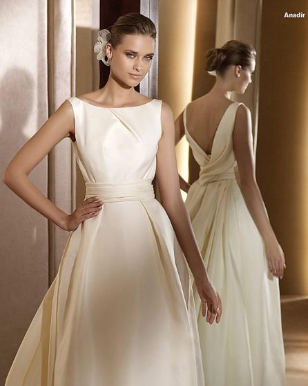 Inspiracie - svadobne saty - Pronovias 2011 - Costura collection - Anadir A - fakt krasna klasika, otvoreny chrbat tomu dodava smrnc
