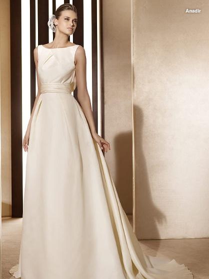 Inspiracie - svadobne saty - Pronovias 2011 - Costura collection - Anadir B - super elegantne, uplny Audrey styl :D uz len velky klobuk a nastavec s cigaretou