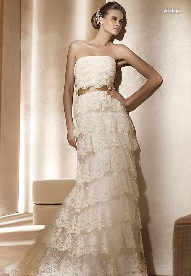 Inspiracie - svadobne saty - Pronovias 2011 - Costura collection - Atalaya A - trochu zaclonovina, ale dali by sa vyuzit na vytvorenie glam stylu 20-tych rokov. este perly na krk, rukavicky po zapastie a celenky s 1-2 perami