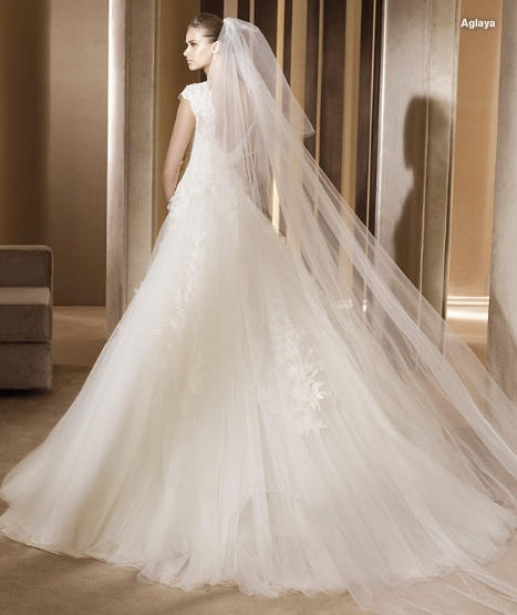 Inspiracie - svadobne saty - Ellie Saab for Pronovias 2011 - Aglaya B - snad len ten zavoj tomu chybal