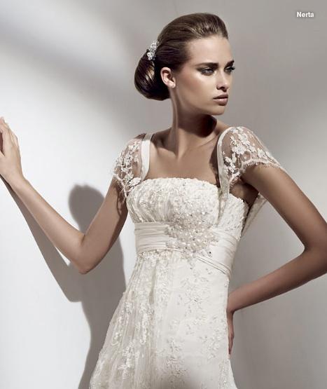 Inspiracie - svadobne saty - Ellie Saab for Pronovias 2011 - Nerta A - neviem sice ako by sa nosili, ale takto na fotky vyzeraju tie rukaviky krasne zvodne