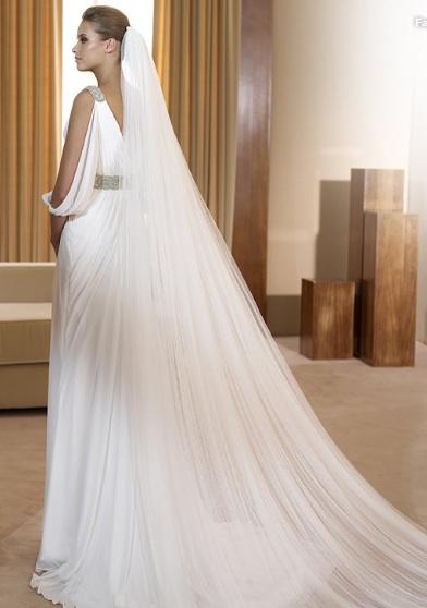 Inspiracie - svadobne saty - Pronovias 2011 - Fashion collection - Famosa B - padave rukavy su krasny sexi detail