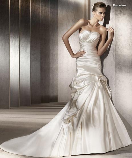 Inspiracie - svadobne saty - Pronovias 2012 - Costura collection - Porcelana A - tvar topu sa mi moc nepaci, ale material a naskladanie tej sukne su uzasne
