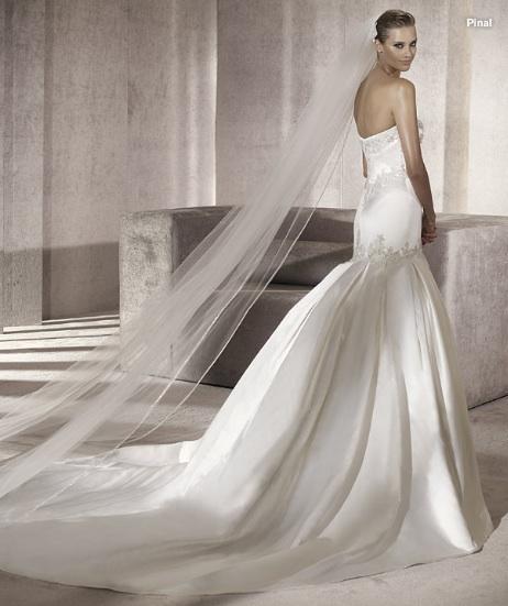 Inspiracie - svadobne saty - Pronovias 2012 - Costura collection - Pinal B - vlecka mi pride prilis dlha, mohla koncit tesne za liniou, ktora sa dotyka zeme