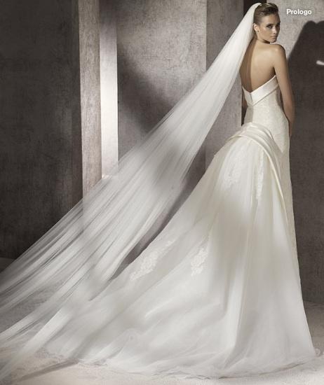 Inspiracie - svadobne saty - Manuel Mota for Pronovias 2012 - Prologo B - zavoj prec, doplnila by som mini biely damsky klobucik/cylindrik a kozusinovu stolu