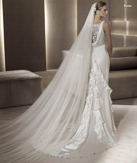 Inspiracie - svadobne saty - Manuel Mota for Pronovias 2012 - Puma A - zavoj (najlepsie aj volaniky) prec, nech vynikne krasny chrbat