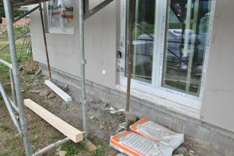 Namísto polystyrenu přijde před terasové okno dřevěný hranol, aby se po něm dalo šlapat