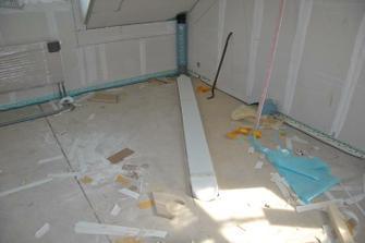 Odtah digestoře se schová pod budoucí podlahu