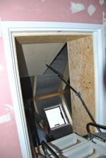 Instalace poklopu nad schodištěm