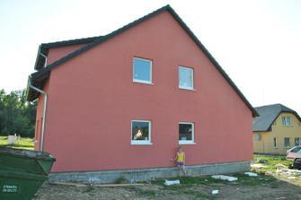Není ten dům nějaký větší?