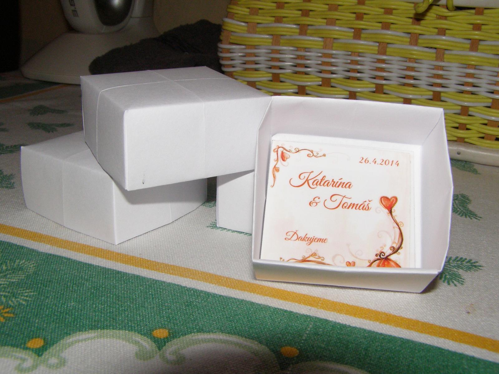 Pripravený a nachystaný - krabičky a magnetky narobené... ešte ozdobiť