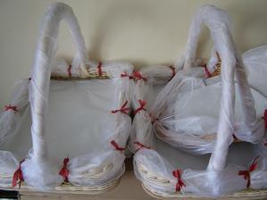 košíky na zákusky pre ľudí na ulici