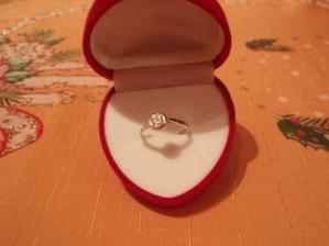 Můj zásnubní prstýnek.