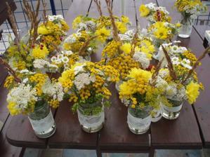 kytičky na stoly na terase