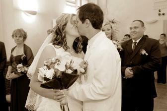 prý to bylo moc dlouhý ten náš polibek :-)