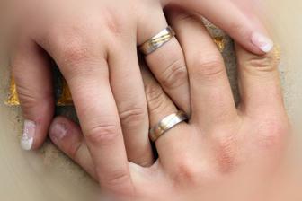 schovávali jsme manželovi okousané nehtíky :-D