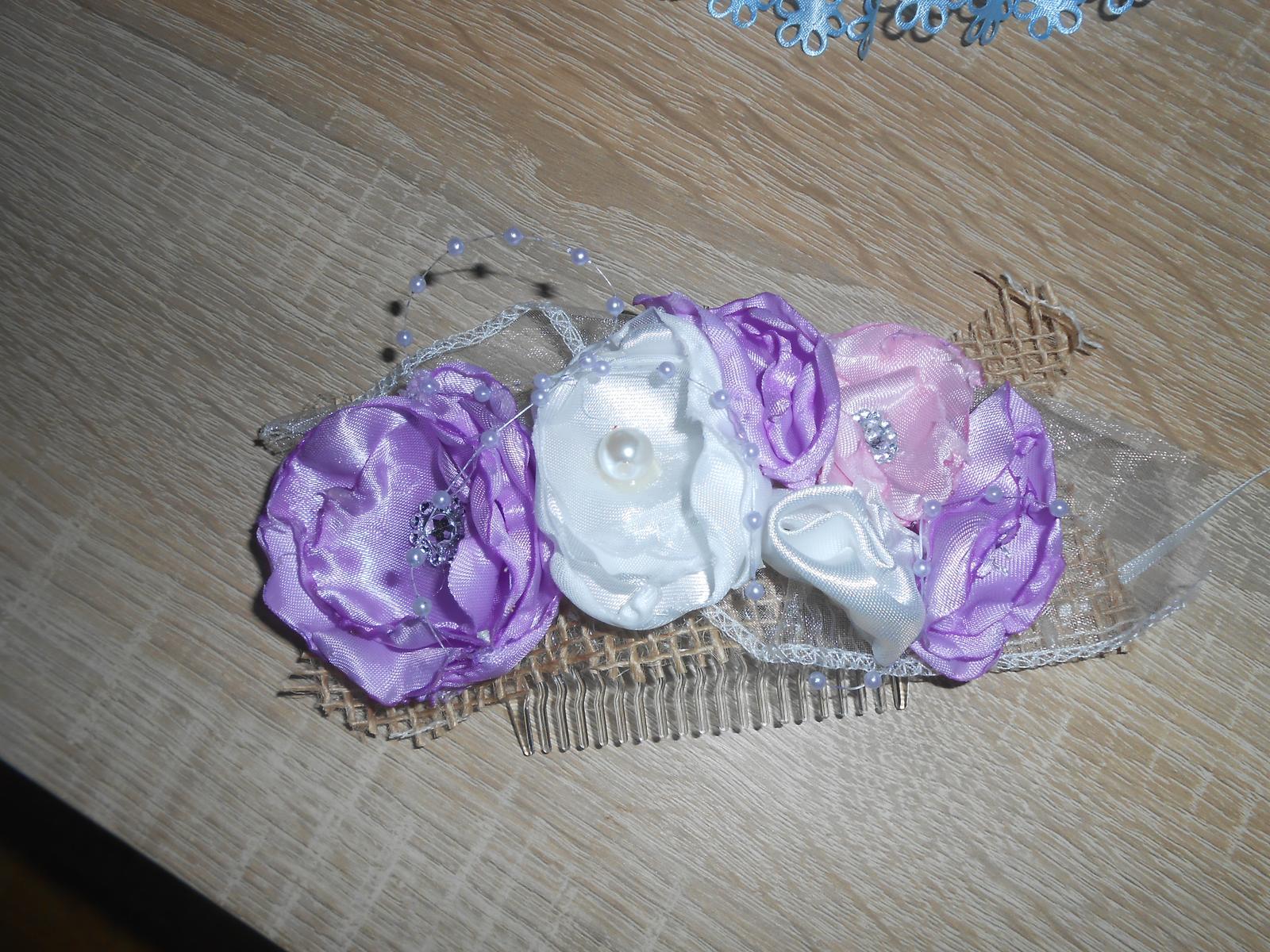 Hrebienok - ružové, biele a fialové kvetinky - Obrázok č. 1