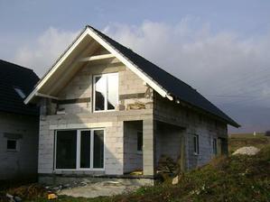 24.11.2009 - Dnes dorazili okna, takze domcek je konecne uzavrety. A mame od neho kluciky. Uz mozeme povedat, ze mame kluce od domu :D