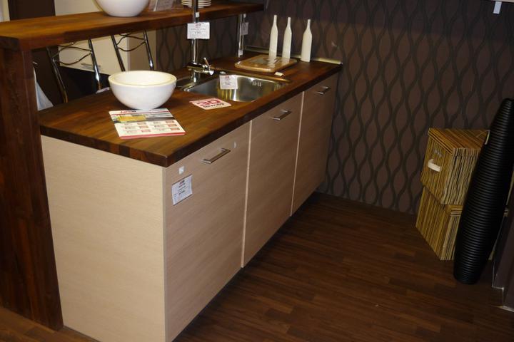 Vybraná kuchyň Puškvorec - Nadhernou masivni pracovni desku jsme z financnich duvodu vymenili za laminat, ale vypada to skoro stejne...