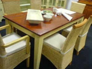 krasny stul z masivu jsem objevila z Masivu, hodil by se ke kuchyni Latea z Oresi :)