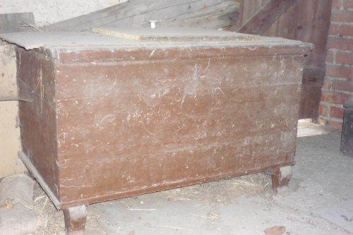 Puškvorec - rekonstrukce RD - poklady z pudy.... truhla